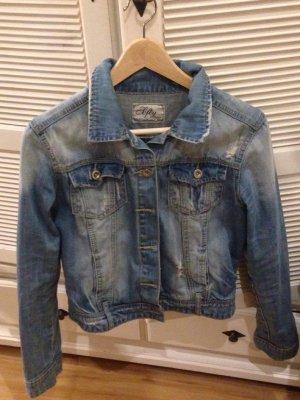 Schöne Jeansjacke für den Frühling und Sommer