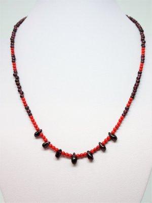 Collier rouge foncé-bordeau
