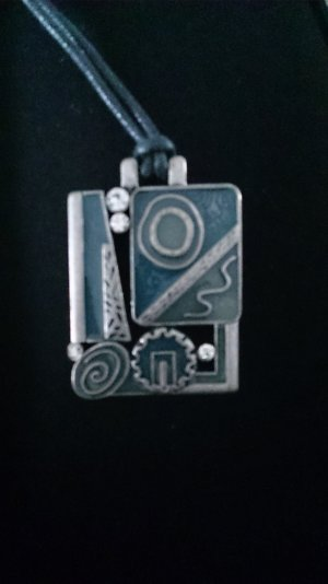 Schöne Kette mit Amulett