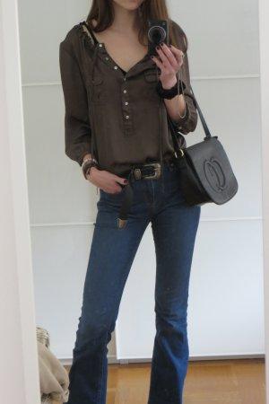 Schoene khaki farbene Bluse mit Knopfleiste
