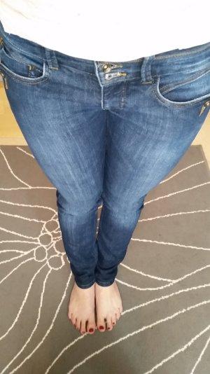Schöne klassische Freeman T. Porter Jeans W27 L32
