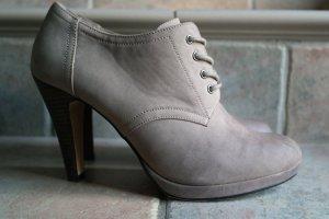 Schöne klassische Schnürpumps