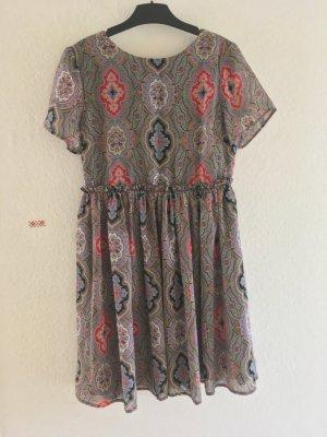 Schöne Kleid ASOS wie NEU Gr 38/S Paisleymuster