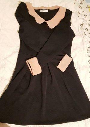 Schöne Kleid mit Kragen