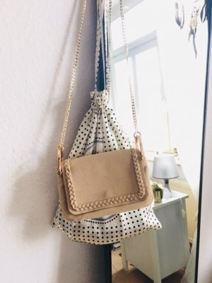Schöne kleine Handtasche in beige mit goldener Kette