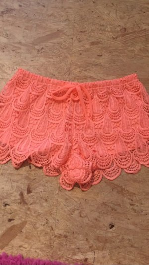 Schöne korallenrote Shorts von H&M, ungetragen