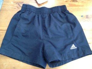 Schöne kurze Adidas Sporthose Gr. 140