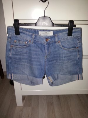 schöne kurze Jeansshorts