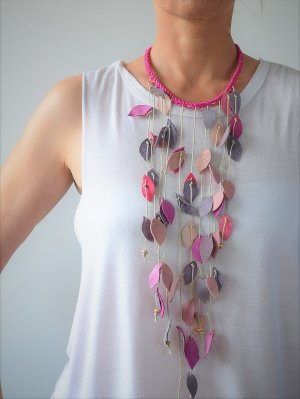 Schöne Leder Wasserfall Lange Halskette Pastell Rosafarbe