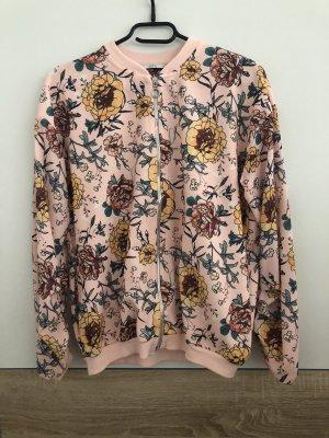 Schöne leichte Jacke mit Blumenmuster
