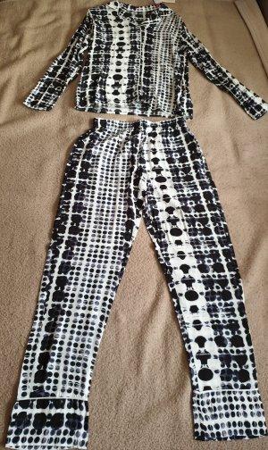 Schöne leichte Pyjama Set
