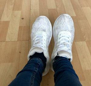 Schöne leichte sneaker
