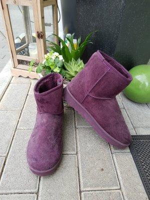 schöne lilafarbene boots