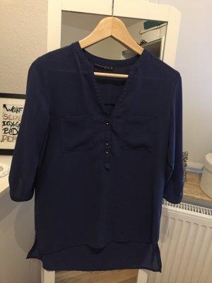 Schöne luftige Bluse in Blau mit goldenen Knöpfen