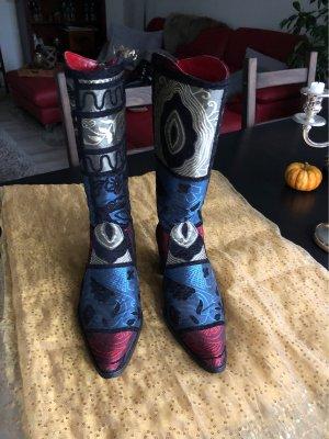 Schöne mehrfarbige Stiefel