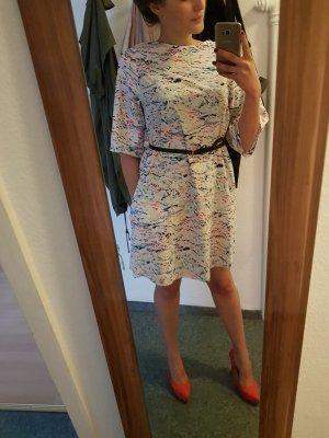 Schöne moderne Kleid
