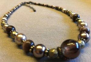Schöne Modeschmuck Perlen Kette Perlenkette in tollen Brauntönen passend zum Pullover