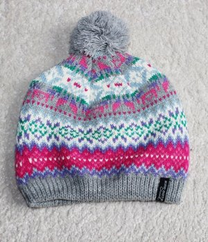 Schöne Mütze mit Bommel