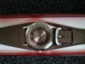 Schöne neue Armbanduhr von s.Oliver mit Lederarmband