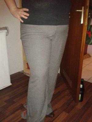 Schöne neue graue Hose mit Etikett