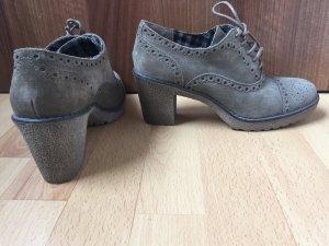 Schöne neue Schuhe abzugeben