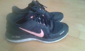 Schöne Nike-Damen-Sneaker für Fitness/Laufen - Top Zustand! LETZTE REDUZIERUNG! :)