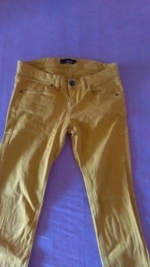 Schöne Ockerfarbende Jeans