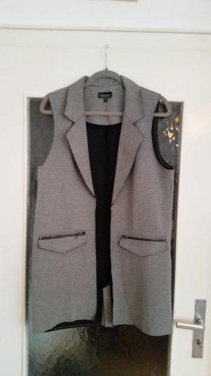 Schöne, offene, graue Weste von Topshop mit 2 Taschen vorne.