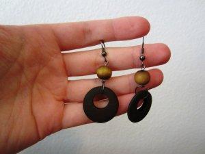 Schöne Ohrringe aus Holz
