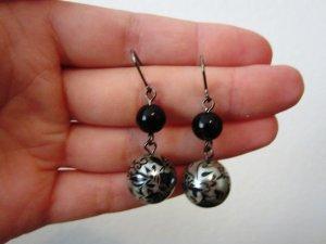 Schöne Ohrringe in silber / schwarz