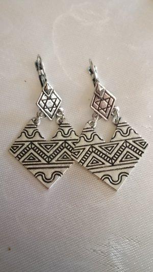 Schöne Ohrringe Vintage Silberfarbe
