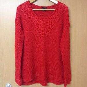 Schöne Pullover in rot