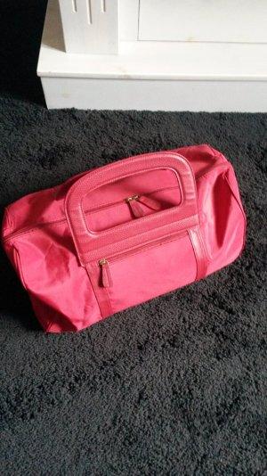 Schöne Reisetasche in rot wie neu!
