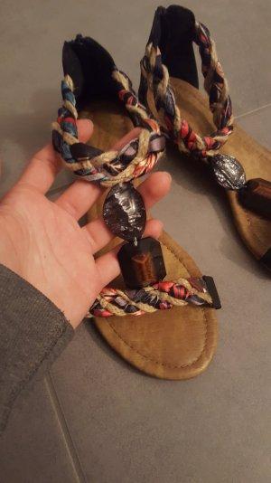 Schöne Riemchen-Sandalen