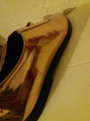 schöne rosegoldene Schuhe
