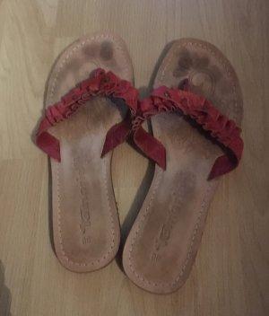 Schöne rote Flip Flops von Tamaris