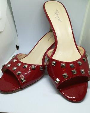 Schöne rote Sandaletten