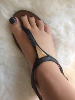 Schöne Sandale in Größe 37