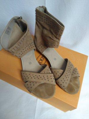 schöne Sandale mit Nieten neuwertig!