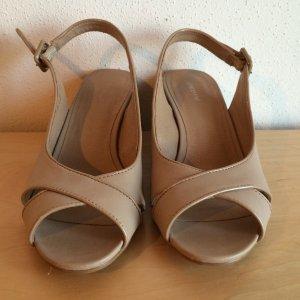 Schöne Sandalen in modernem nude - ungetragen - style