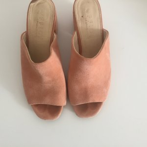 Schöne Sandalen mit Absatz