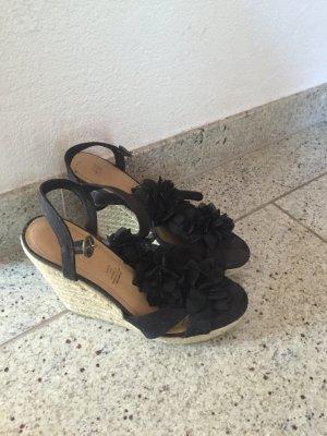 Schöne Sandalen mit Keilabsatz in 39