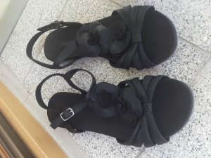 Schöne Sandalen von Bugatti