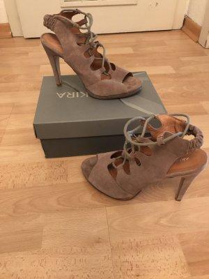 Schöne Sandalen zum schnüren