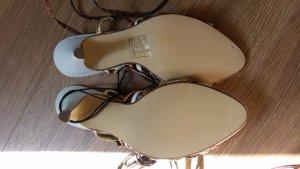 Schöne Sandalen zum schnürren