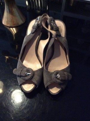 Schöne Sandaletten in grau Wildleder