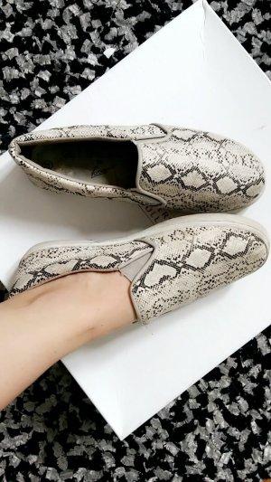Schöne Schlangenmuster  Schuhe