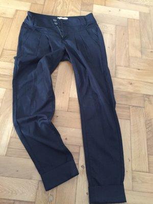 Schöne schmale schwarze Hose von Only, Gr. 36