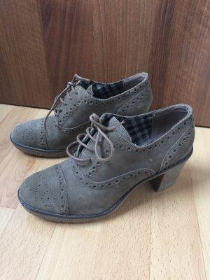 Schöne Schuhe abzugeben