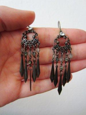 Schöne schwarz-metallisch funkelnde Ohrringe